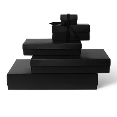 lahjalaatikko kannella ja pohjalla